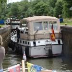 MS Sydney in Schleuse mit stolzem Yachtbesitzer